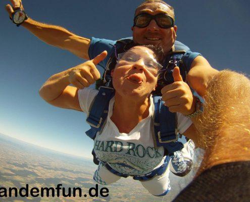 Fallschirmspringen Tschechien Klatovy mit Edi Engl Tandemfun, Tandemsprung Geschenk Gutschein