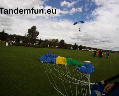 Auch Uschi aus Regensburg möchte einmal Fallschirmspringen