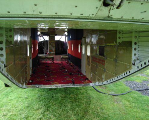 Die 2 Meter große Heckrampe ermöglicht einen bequemen Ausstieg für den Fallschirmspringer / Tandemspringer.