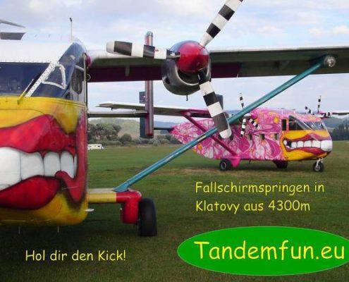 Tandemspringer aus Nürnberg in Franken kommen zu Edi Engl aus Amberg zum Fallschirmspringen nach Klatovy in Tschechien. Der Weg lohnt sich für den Nürnberger, er wird mit Spass und glücklichen Gesichtern belohnt. Gerne kannst Du einen Gutschein als Ge