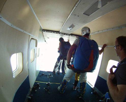 Fallschirmspringen mit Edi Engl aus Amberg in der Oberpfalz. Klatovy ist der Sprungplatz für alle aus Bayern und Österreich. Hol Dir den Kick mit Tandemfun. Fallschirmspringen unweit von Regensburg, München und Nürnberg.