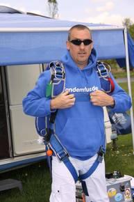 """Komm zum Tandem-Fallschirmspringen nach Klatovy """"Klattau"""" in Tschechien. Edi Engl macht mit Dir einen Tandemsprung aus 4300m oder auch aus 6000m. Gerne kannst Du einen Gutschein als Geschenk online kaufen. Klatovy ist für Fallschirmspringer aus Bayern un"""