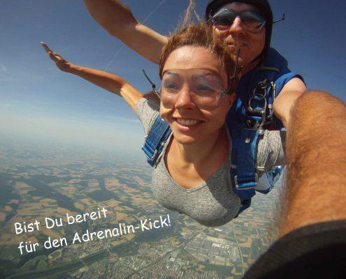 Erlebe einen Fallschirmsprung in Bayern, Tschechien oder Österreich.